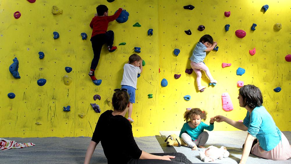 infantil-labloquera-rocodromos-escalada-boulder-olot-girona